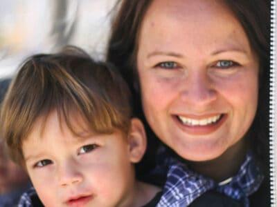 Tracy Ariza con su hijo