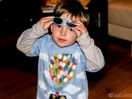 niño con camiseta globos de Up