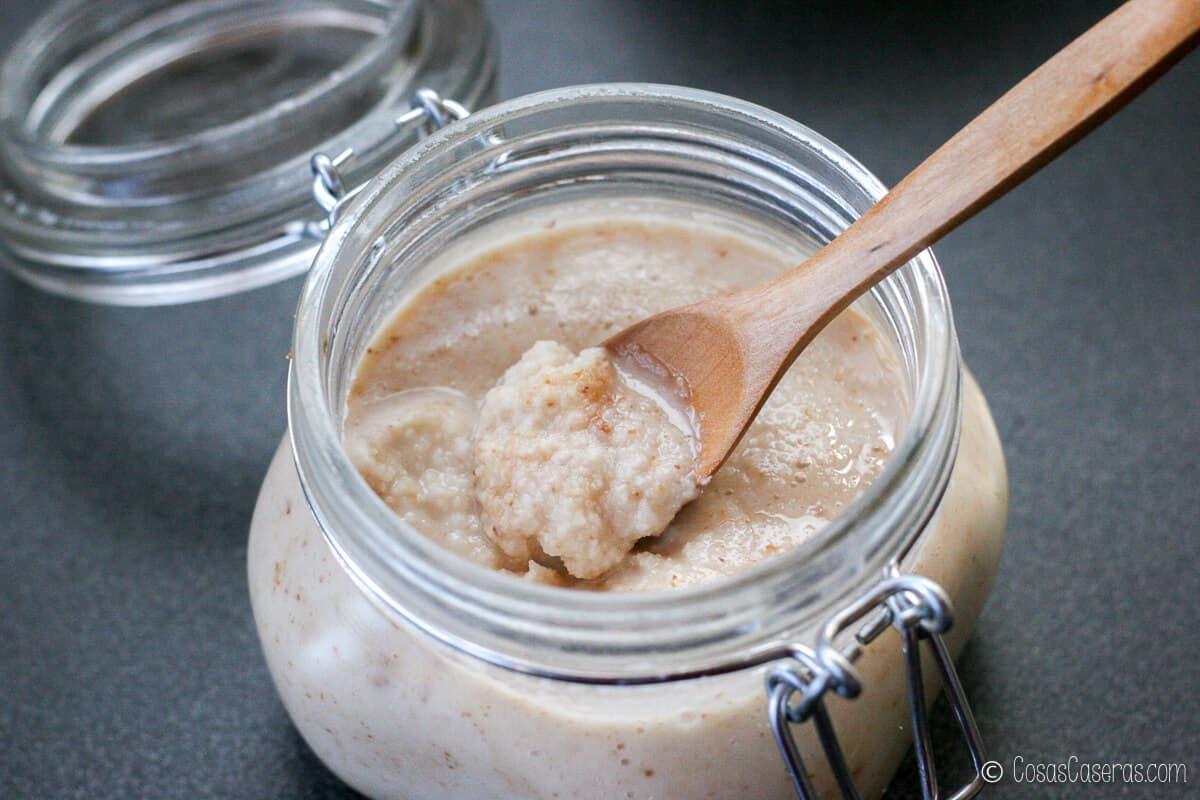 La manteca de coco hecha con coco rallado tostado