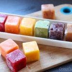 Conservar puré de frutas para batidos o comida de bebé en el congelador es la mejor manera de mantenerlas frescas y siempre a mano. Os enseño como hacerlo para que no ocupen demasiado sitio en el congelador.