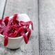 Divertido para todas edades, aprende hacer sanguijuelas de gominola (o gusanos de gominola) con fruta y gelatina sin necesidad de comprar moldes especiales. #gominolas #Halloween