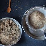Como hacer harina de algarroba