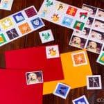 A los niños les encanta hacer sus propios sellos festivos hechos con un pegamento hecho de gelatina. Es una actividad genial para los días de fiesta o cualquier día que busques una manualidad divertida.