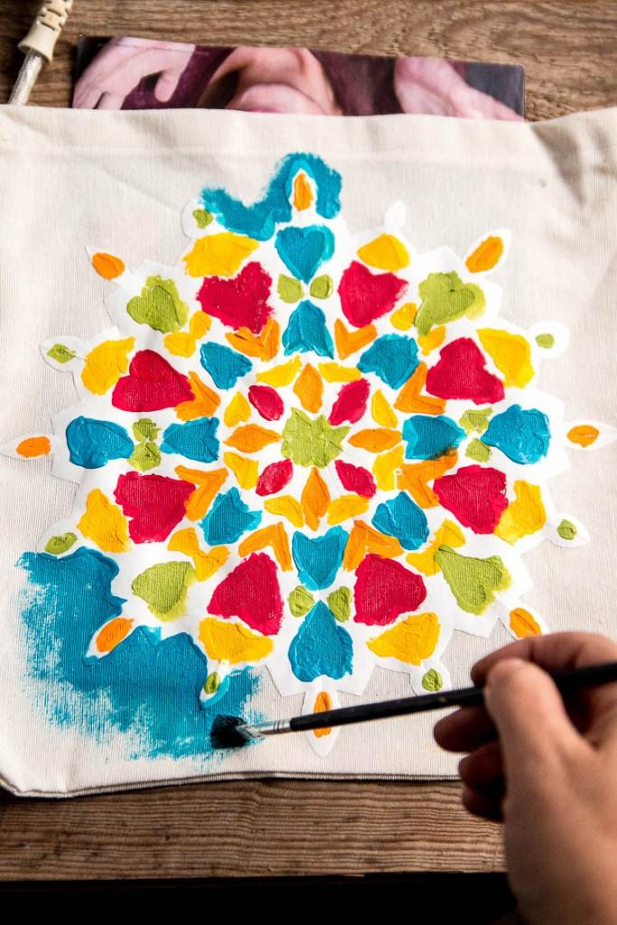 C mo pintar un mandala f cilmente en tela incluso para - Dibujos para pintar en tela infantiles ...