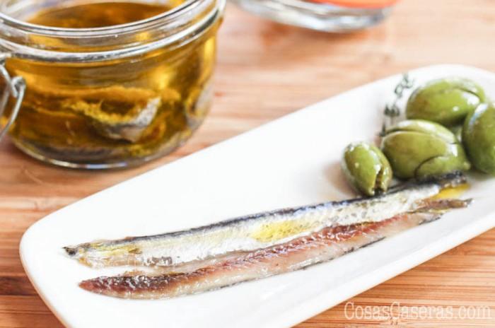 Empezando con boquerones frescos, os enseño como hacer anchoas en salazón de manera tradicional y casera; es fácil y los resultados increíbles.
