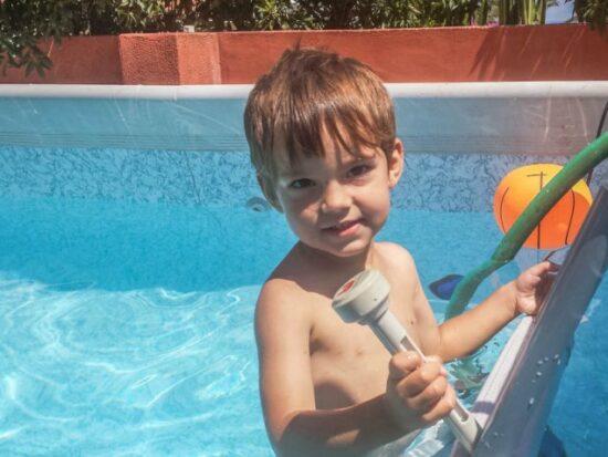 Os enseño como hacer un calentador de agua solar para poder usar la piscina durante más tiempo del año.