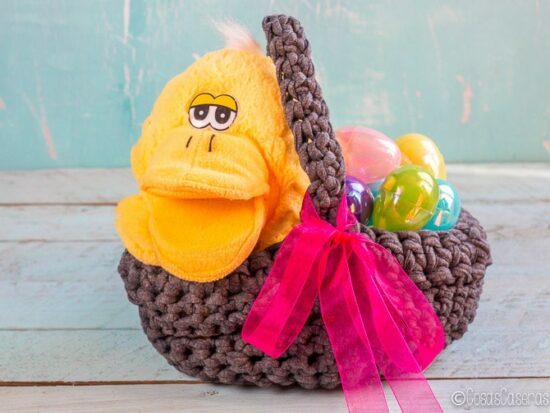 Reciclaunas camisetas viejas, haciendo una bonita cesta de trapillo como ésta cesta de Pascua. Incluso un principiante puede hacerlo en solo un par de horas. #cestadetrapillo #cesta #Pascua