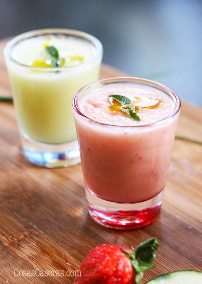 Este gazpacho de melón y fresas es muy refrescante y apetece mucho en verano. La receta se puede adaptar a tu gusto, pero os cuento como me gusta a mí.