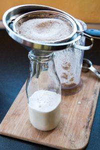 Aprende como hacer horchata de chufa y cuales son las propiedades que la hace beneficiosa para la salud. Comparto mi receta versión paleo y otra tradicional.