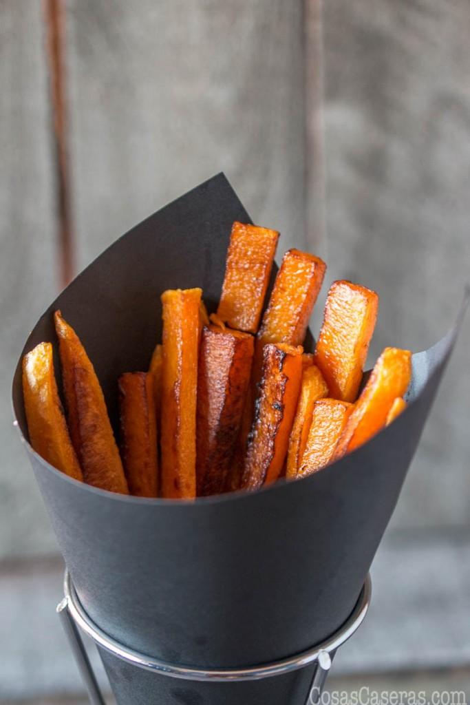 Buscas un plato divertido que es rápido y fácil de hacer y más saludable que las papas fritas normales? Estas calabazas fritas se hacen al horno y son uno de nuestros favoritos.