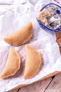 Popular en Navidad, los pastissets de boniato (moniato) son un tipo de empanadilla dulce relleno de dulce de boniato.