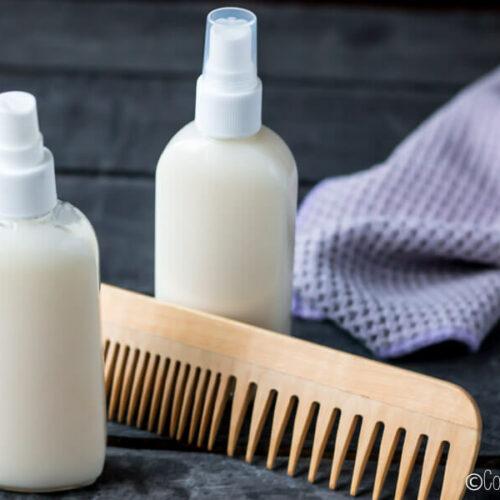 Ya puedes controlar los ingredientes de tus productos para el cabello haciéndolos en casa. Os enseño cómo hacer un acondicionador natural para el cabello. Es fácil y deja tu cabello suave y desenredado, y es lo suficientemente ligero como para usar como acondicionador sin enjuague.