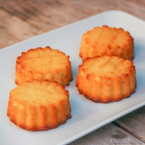 La tarta de Santiago hecha en formato mini en moldes para madalenas