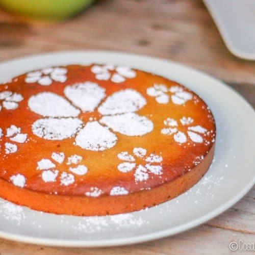 La Tarta de Santiago, también conocida como la Torta de Santiago, es una tarta de almendras tradicionalmente sin gluten que se adapta fácilmente a las dietas paleo y GAPS. #paleo #GAPS #tartas #tartadealmendras #tartadesantiago