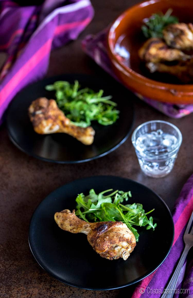 Una foto de muslos de pollo cetogénicas hechas del libro Keto Cooking with Your Instant Pot de la Dra. Karen Lee