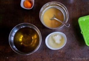 3 boles: 1 con aceite de oliva, 1 con aceite de coco, y 1 con una mezcla de agua, leche y sosa cáustica