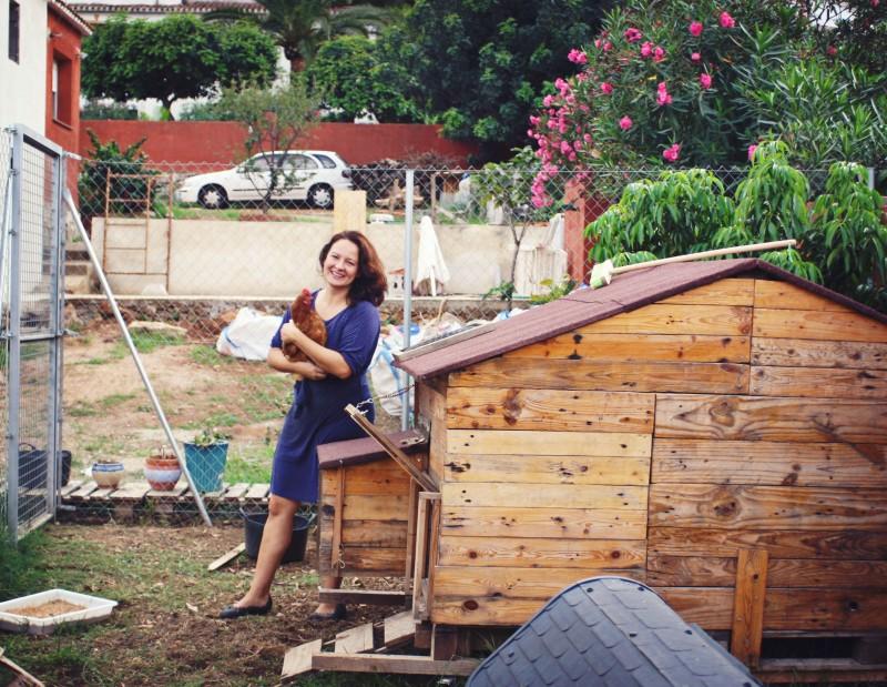 Tracy Ariza holding a hen