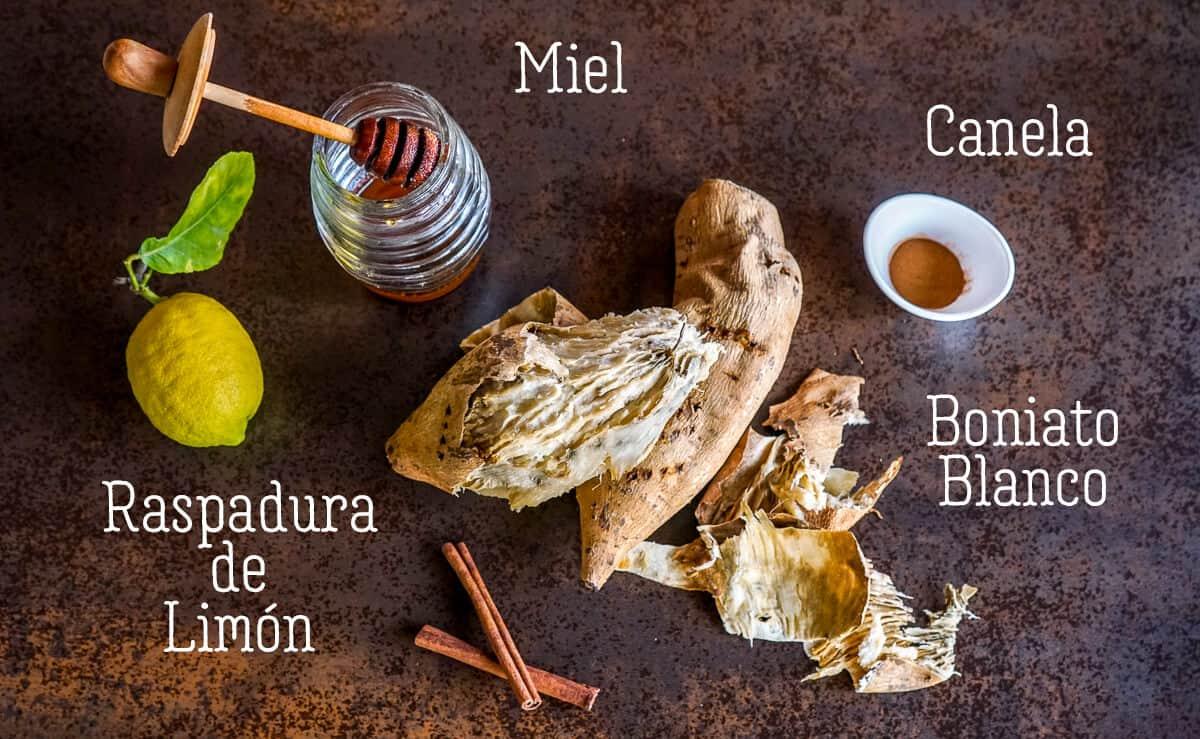 ingredientes para dulce de boniato: boniato blanco, canela, raspadura de limón, miel
