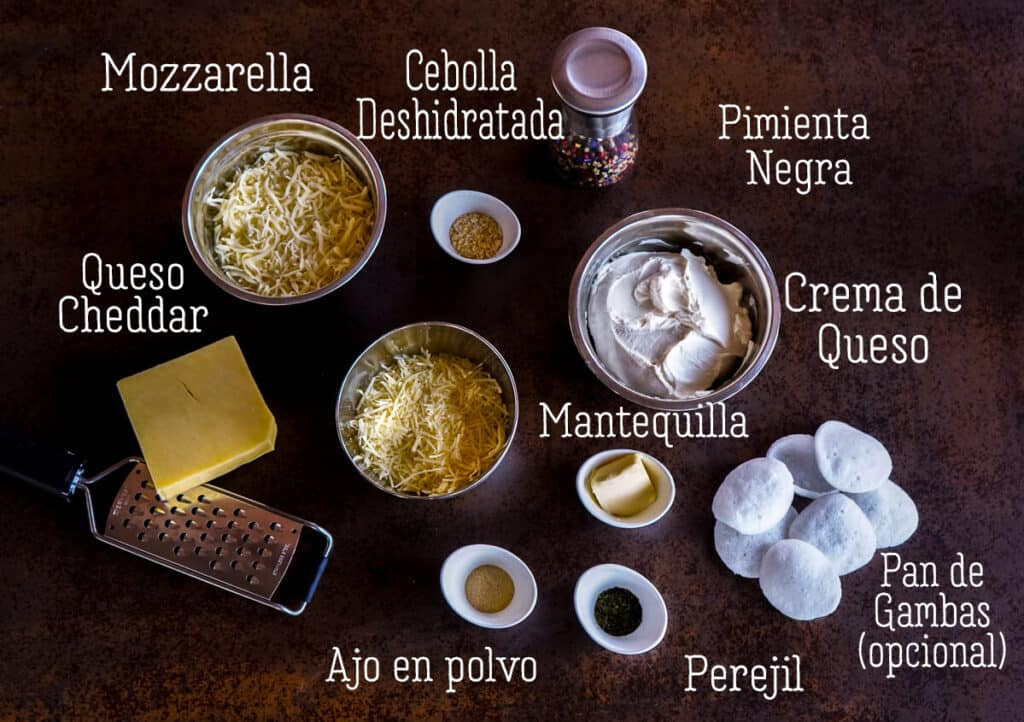 Vista aérea de los ingredientes para una bola de queso