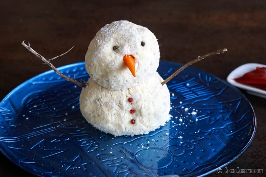 """la bola de queso de muñeco de nieve vista de frente sin la """"gorra"""" y la """"bufanda"""""""