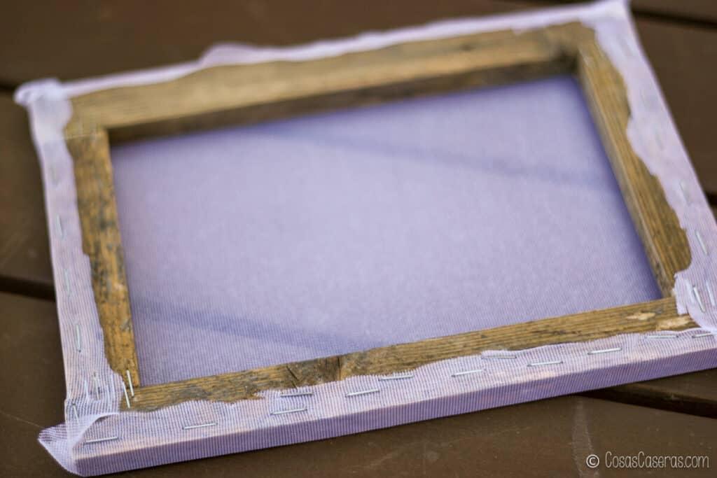 el marco con la tela grapada