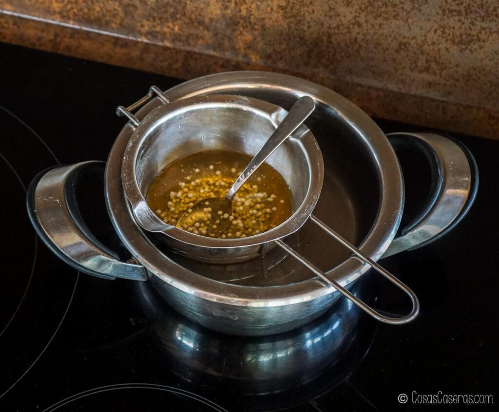 los ingredientes para el aceite luminoso al baño María