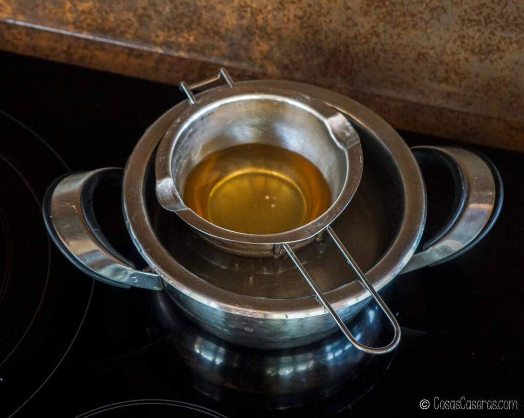 los ingredientes para un aceite luminosa ya derretidos